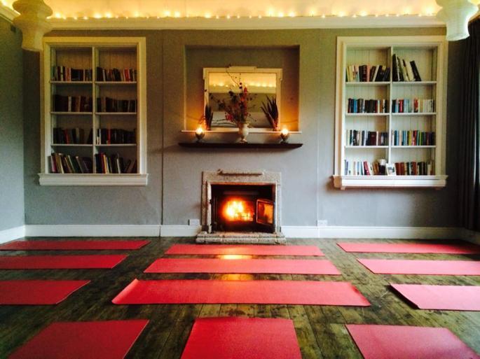 Tilton-House-library-A-beautiful-yoga-space